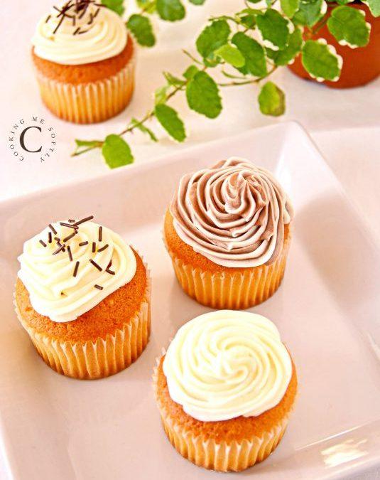 Cupcake con glassa alla vaniglia e cacao