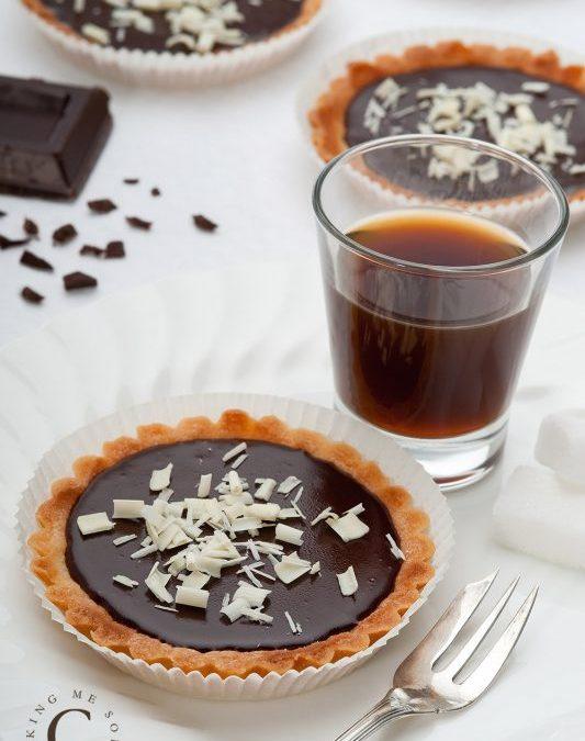 Tartellette di frolla con ganache al cioccolato