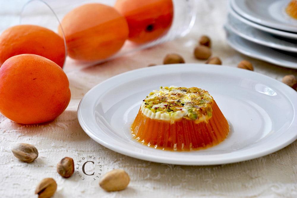 Crispy jellied apricots