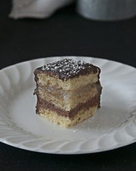Mini chocolate and pears layers cakes