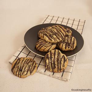 Biscotti con gocce di cioccolato bianco e mirtilli rossi