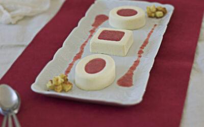 Rubinia: bavarese al cioccolato bianco con salsa di fragole