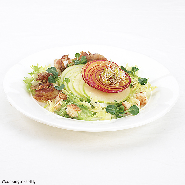 Crispy apple salad with plums and bacon 1