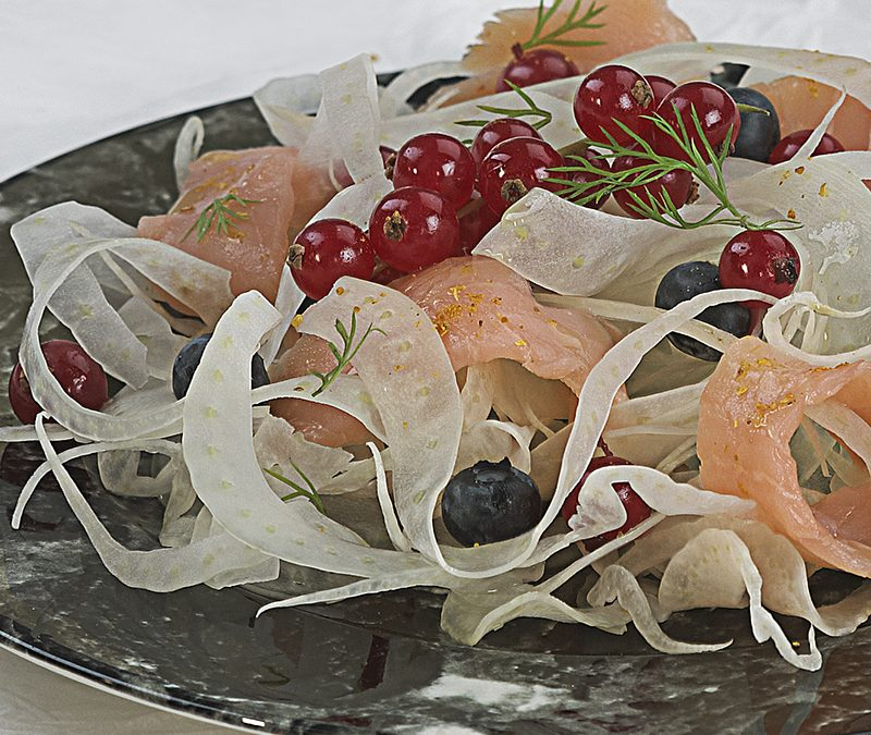 Fennel salad with smoked salmon and berries