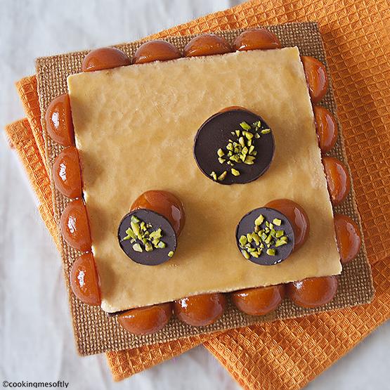 Crostata moderna di albicocche e cioccolato