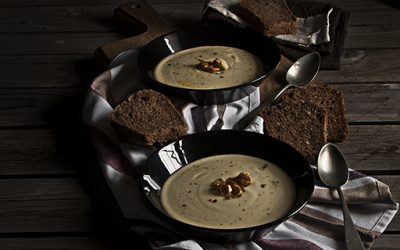 Cauliflower veloute with leeks and potatoes