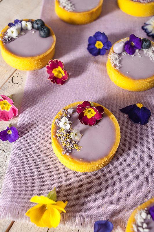 Tartellette alla violetta e mirtilli