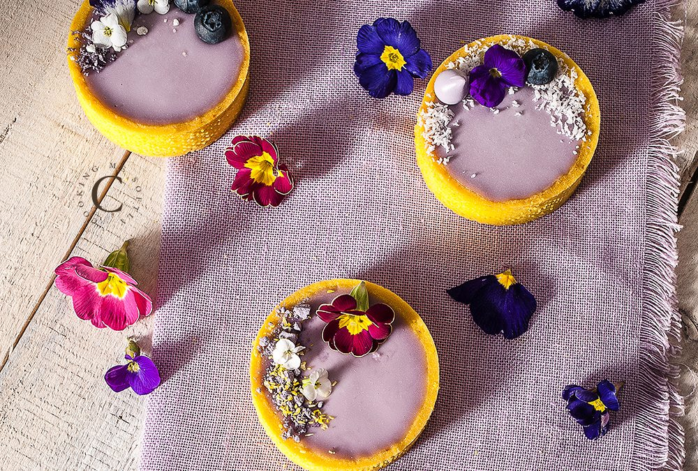 Violet and blueberries tartlets