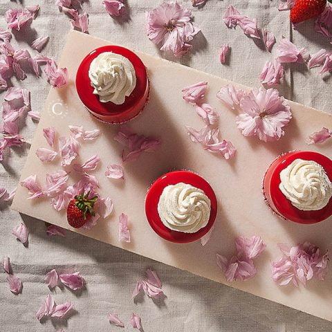 Strawberries, yogurt and mascarpone mini entremets