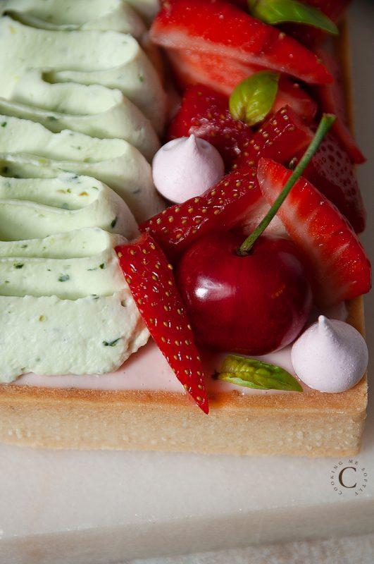 Crostata di fragole, basilico e lime