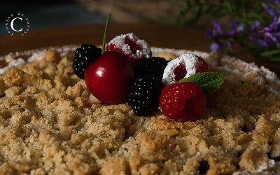 Red berries streusel tart