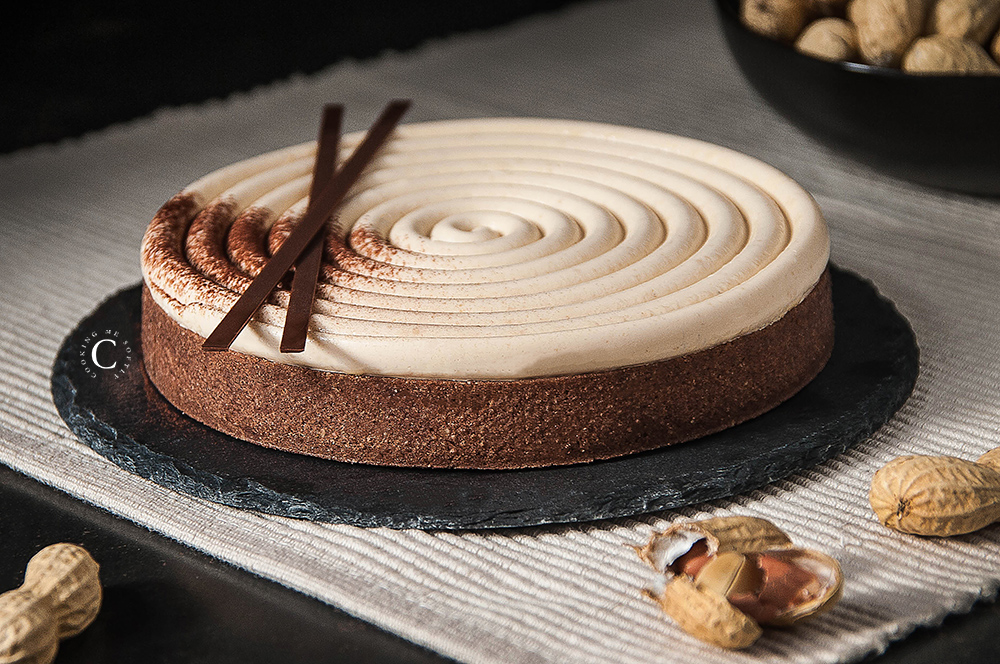Peanuts and chocolate tart