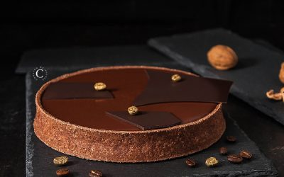 Walnuts, caramel and chocolate tart