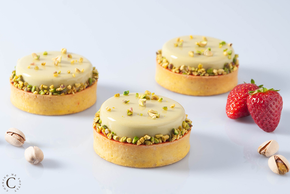 Pistachio and strawberries tartlets